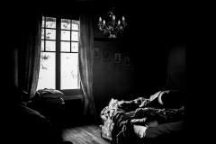 Photo pièce noir et blanc BricaBook.png