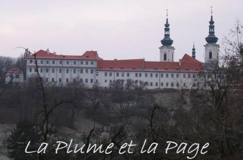 PRG 2 166 Prague la Plume Strahov.jpg